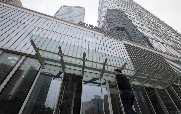칼바람 부는 금융권 신규채용…은행 이어 자산운용사도
