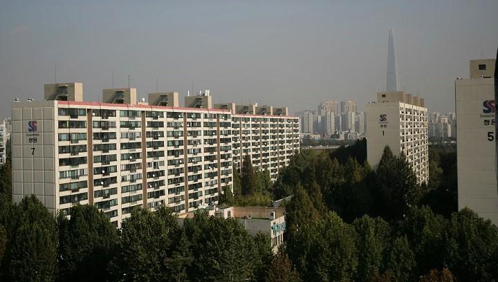 재건축 규제에 집단 반발… 정치권 '표심잡기' 돌입