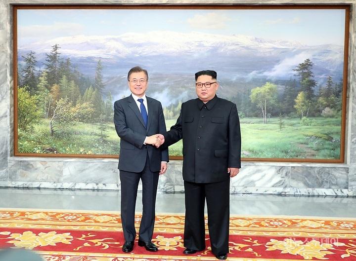 문 대통령, 김정은과 두 번째 정상회담...