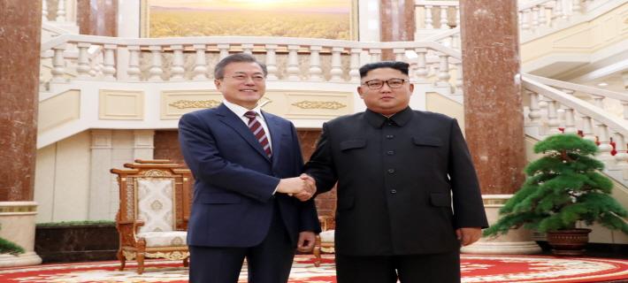 """文대통령 """"대담한 결정에 사의""""… 김정은 """"조미 역사적 만남에 감사"""""""