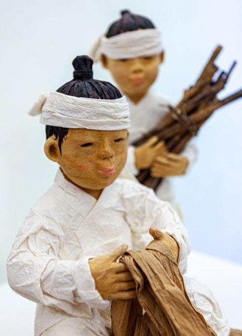 이탈리아 파브리아노시 종이박물관에 전시된 한지로 만든 작품 [사진=한지개발원]