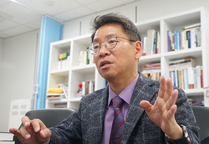 최승노 원장이 정부의 경제 정책에 대해 설명하고 있다. [사진=오재우 기자]